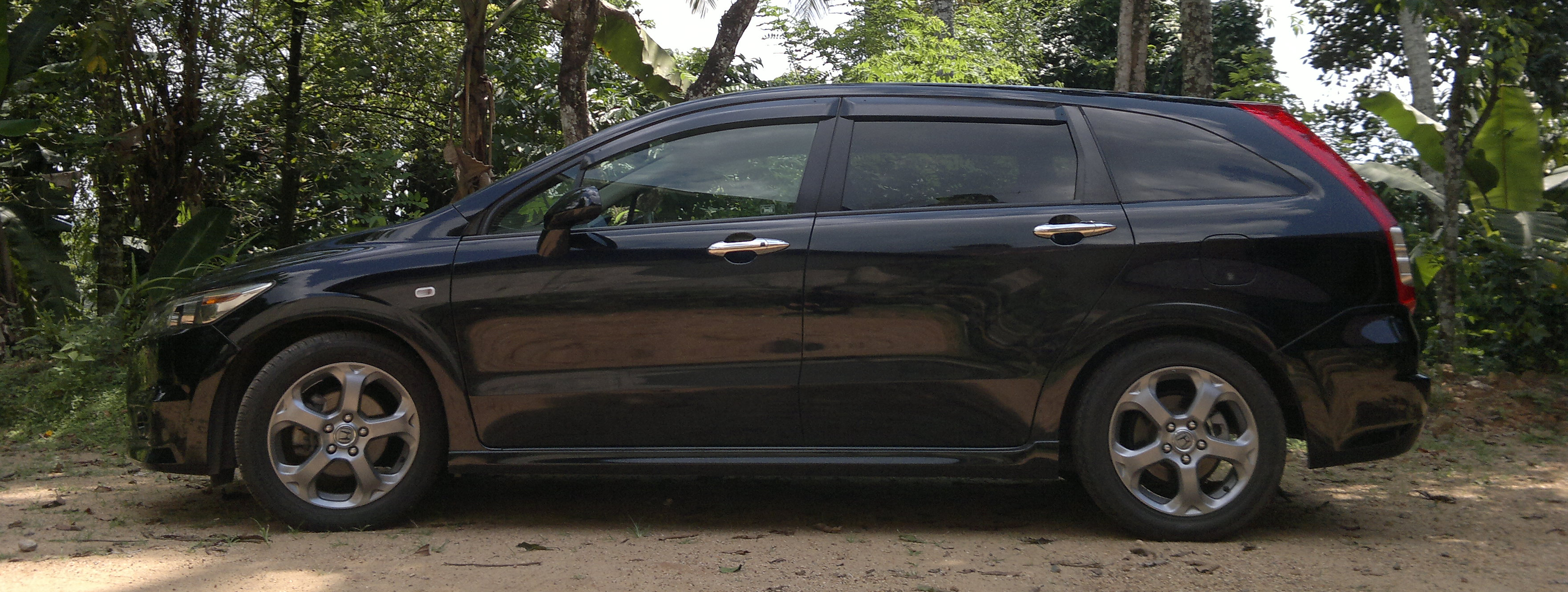 Honda Stream RSZ review RN6 1.8 | Rayaz on cars, mobile ...